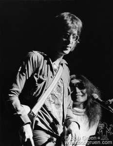 John Lennon and Yoko Ono on stage at One to One concert, NYC. August, 16, 1972. © Bob Gruen / www.bobgruen.com Please contact Bob Gruen's studio to purchase a print or license this photo. email: websitemail01@aol.com phone: 212-691-0391