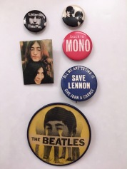 BadgesJohnBeatles