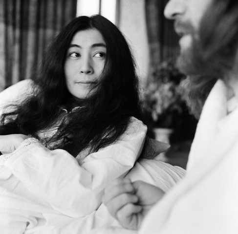 John Lennon and his wife Yoko Ono stage a 'bed in' in a hotel in Amsterdam, as a protest against war and violence in the world. 26th March 1969. Mirrorpix/Courtesy Everett Collection