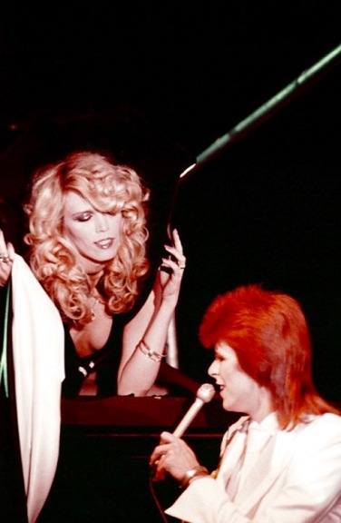"MIDNIGHT SPECIAL -- ""The 1980 Floor Show staring David Bowie"" Episode 210 -- Aired: 11/16/73 -- Pictured: (l-r) Amanda Lear, David Bowie during his last show as Ziggy Stardust filmed mostly at The Marquee Club in London, England from October 18-20, 1973 -- (Photo by: NBC/NBCU Photo Bank via Getty Images)"
