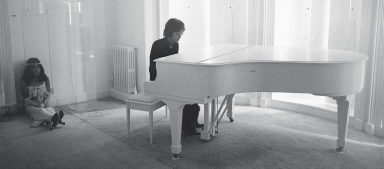 John-Lennon-playing-the-piano-with-Yoko-Ono-Tittenhurst-Park-in-Ascot-smaller-min